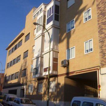 edificio de viviendas y garajes en calle Sebastian Alvaro, Madrid 2004